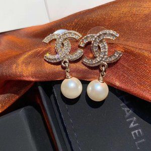 Jewelry - CHANEL Earring